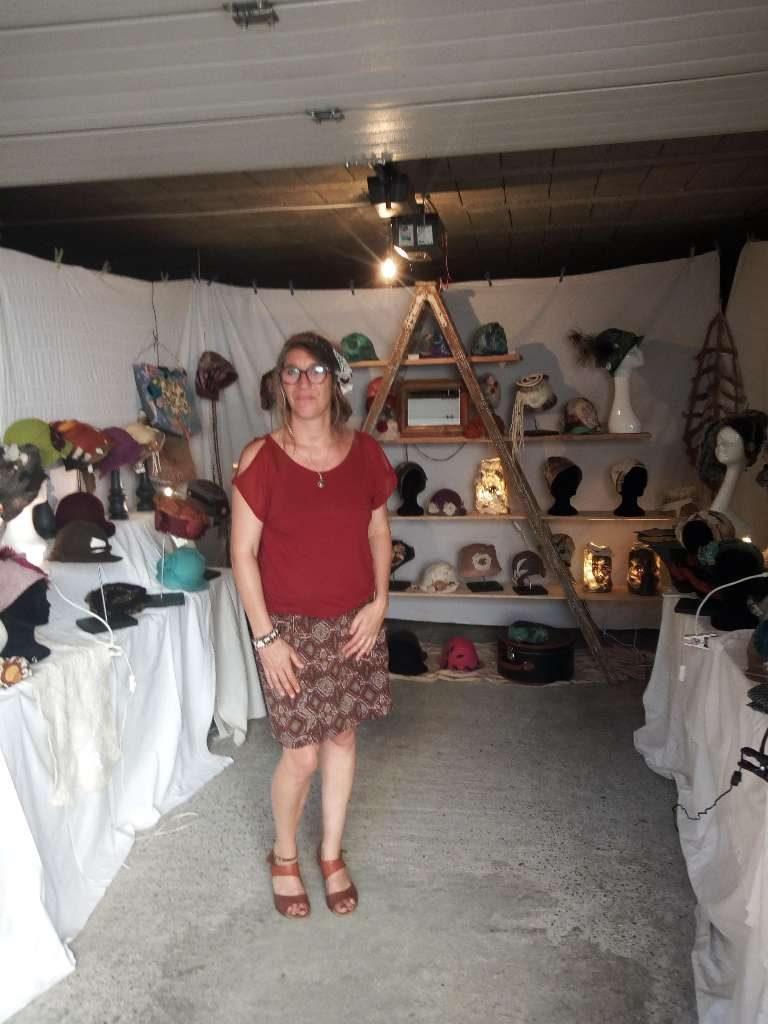 Art textile Saint-Lary Chapelière, modiste, designer et feutrière, ses chapeaux-sculptures